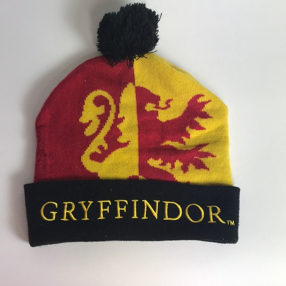 c79c9c49bef Hot Topic Other - Harry Potter Gryffindor Pom Beanie